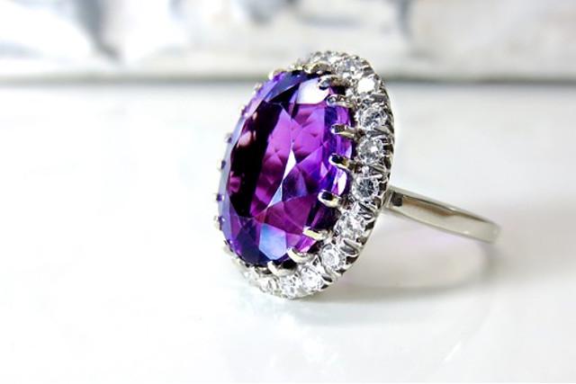三重で買取・査定を依頼するなら~ダイヤモンドなどの宝石も高価買取を実現~