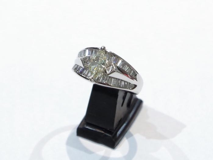 Pt900プラチナ 指輪 ダイヤモンド0.88 0.56カラット
