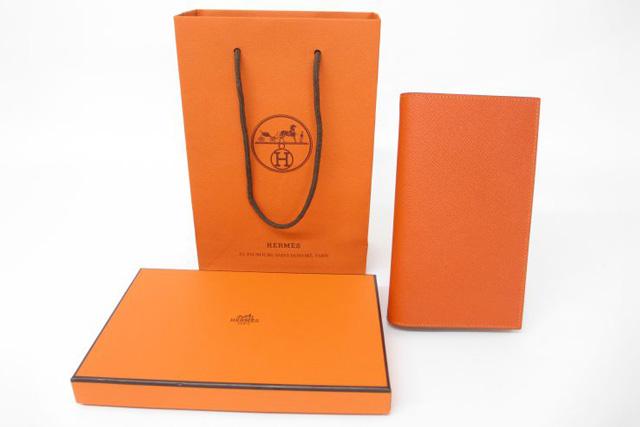 エルメスのブランドカラーはなぜ「オレンジ」になったのか?