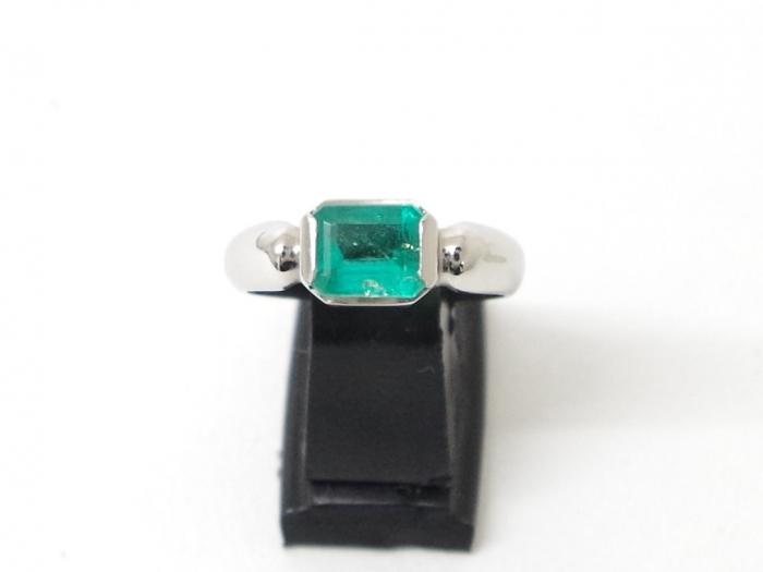 Pt900 指輪 エメラルド1.108カラット