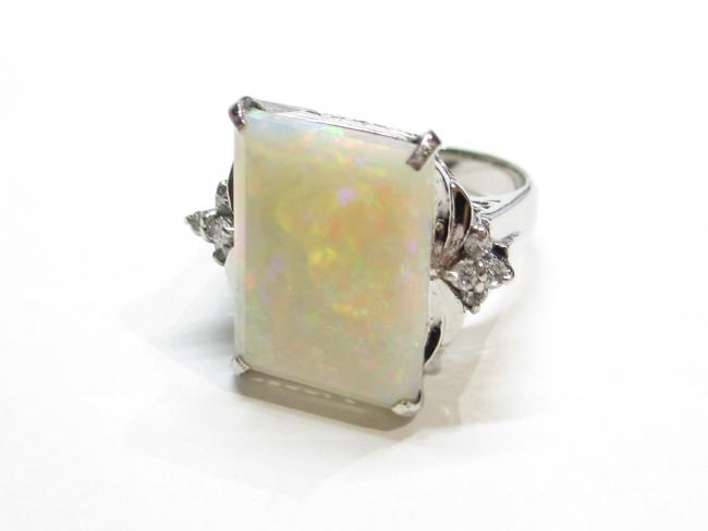 Pt900プラチナ ホワイトオパール 指輪 ダイヤ0.12ct