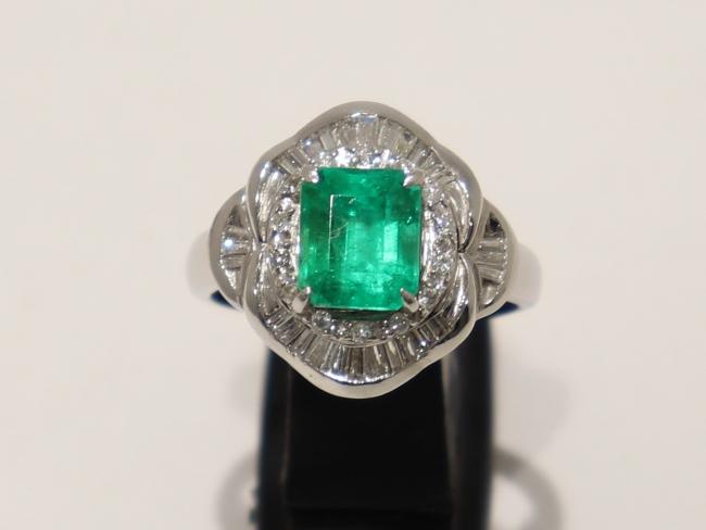 Pt900プラチナ エメラルド 指輪 E/1.95カラット